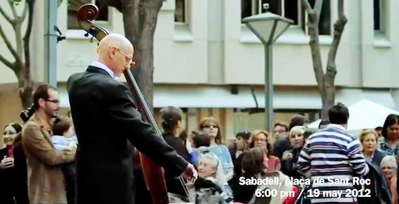 violinist Som Sabadell flashmob